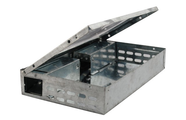 METAL TRAP WITH A GLASS